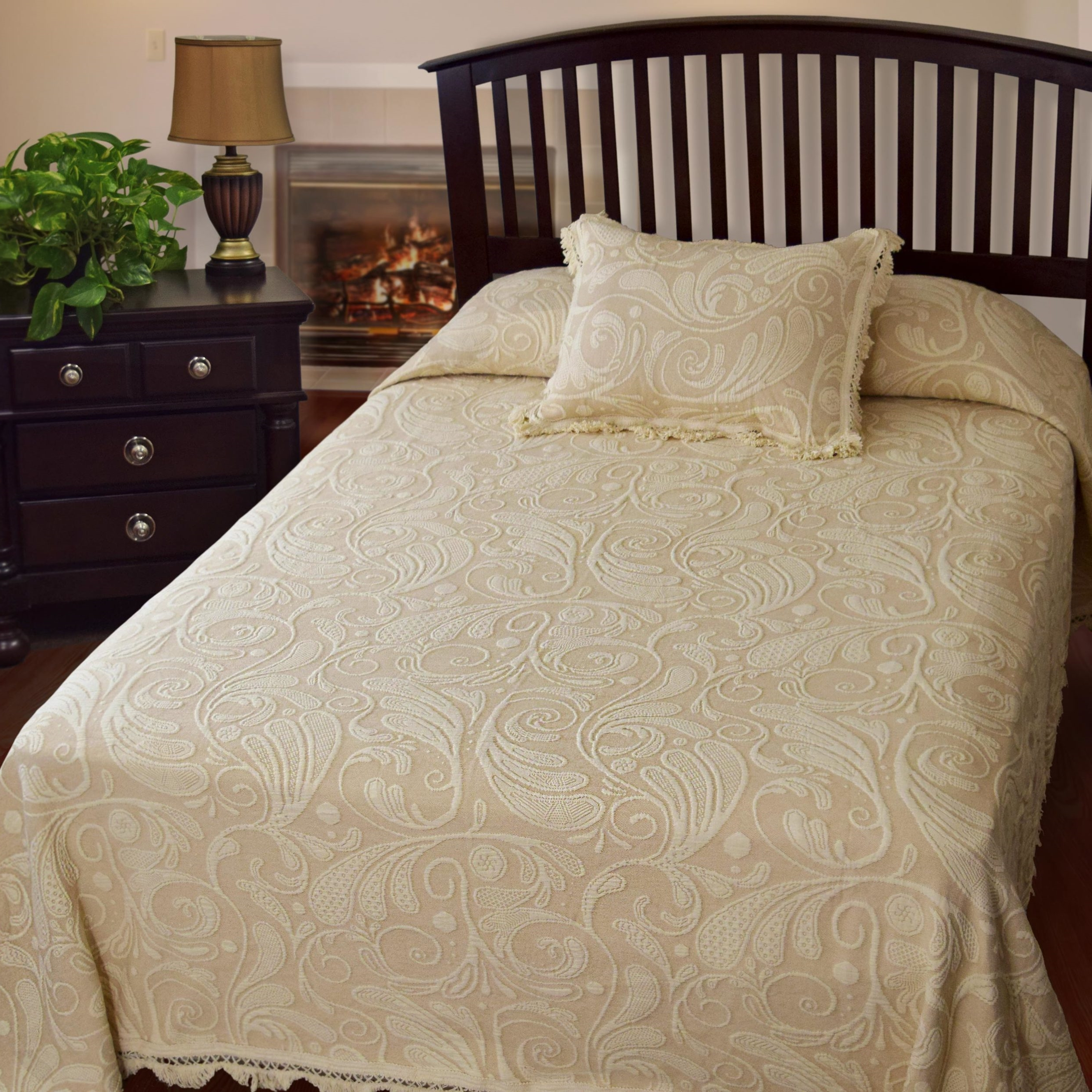 Dyer's Wynd Bedspread (Click Image to Enlarge)