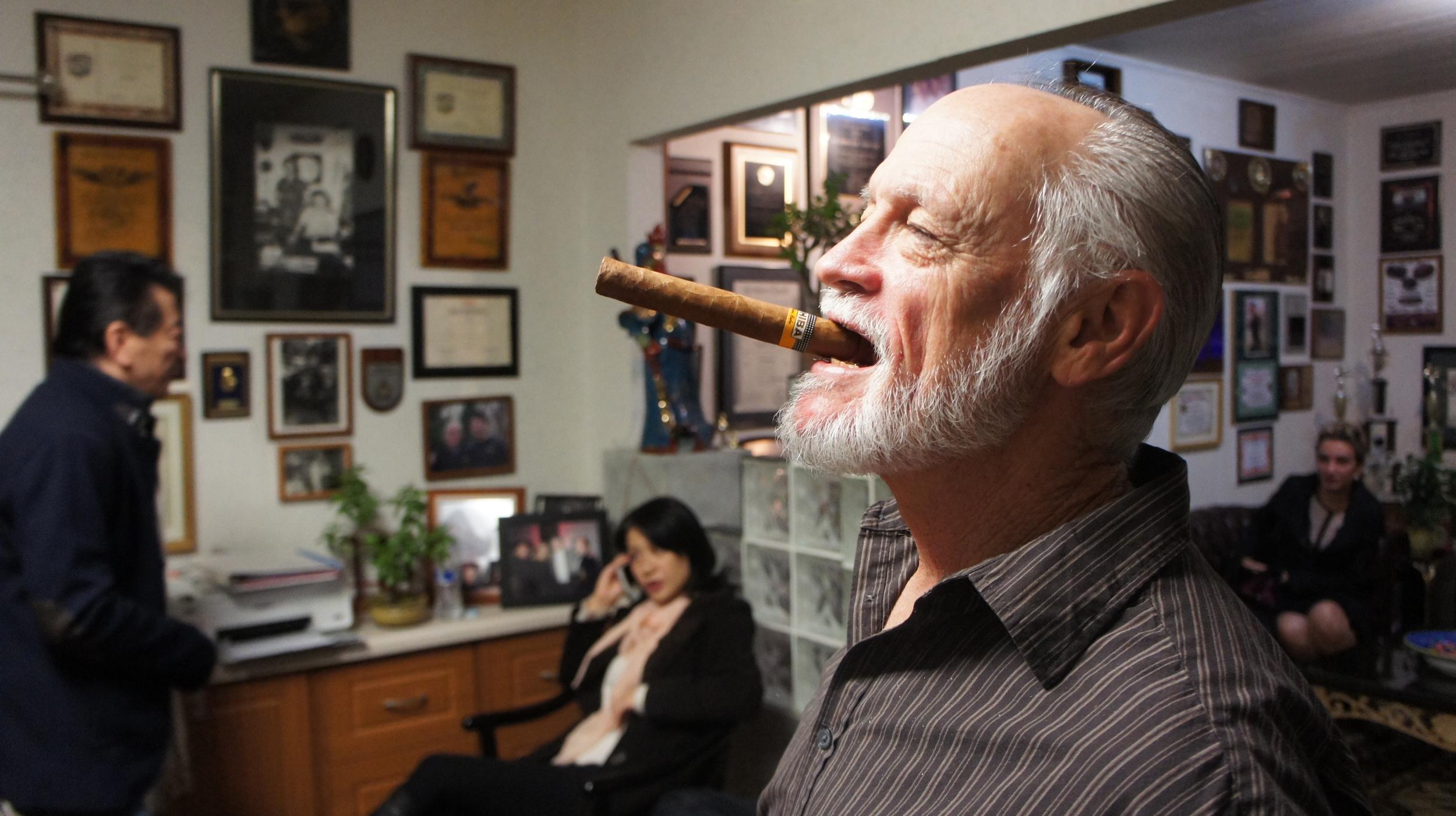 Sihing Rhett and his cigar