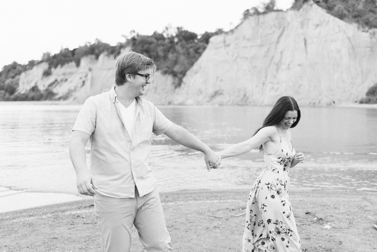scarborough-bluffs-engagement-session-toronto-07.jpg
