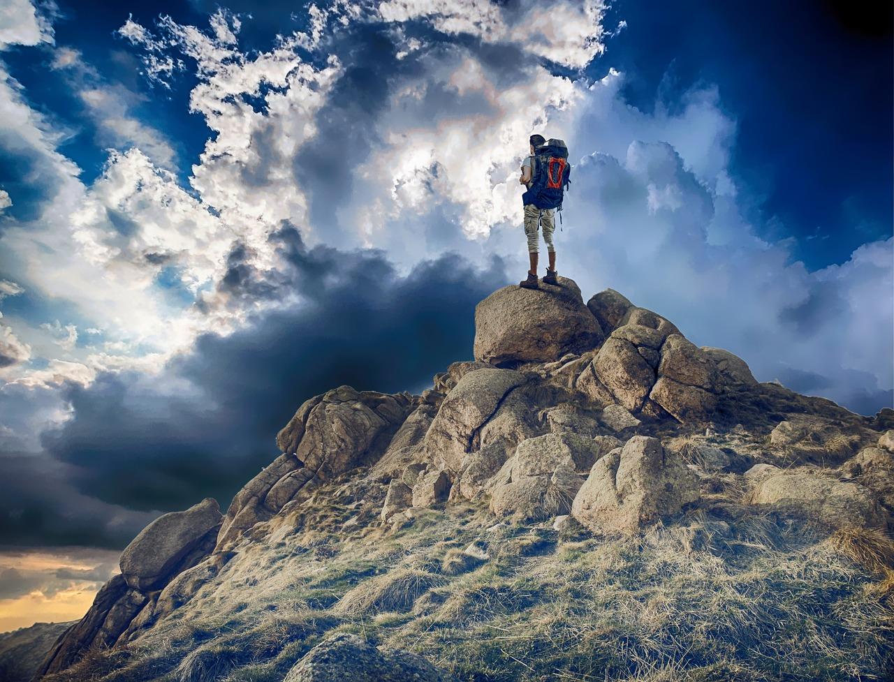 mountaineer-2481635_1280.jpg