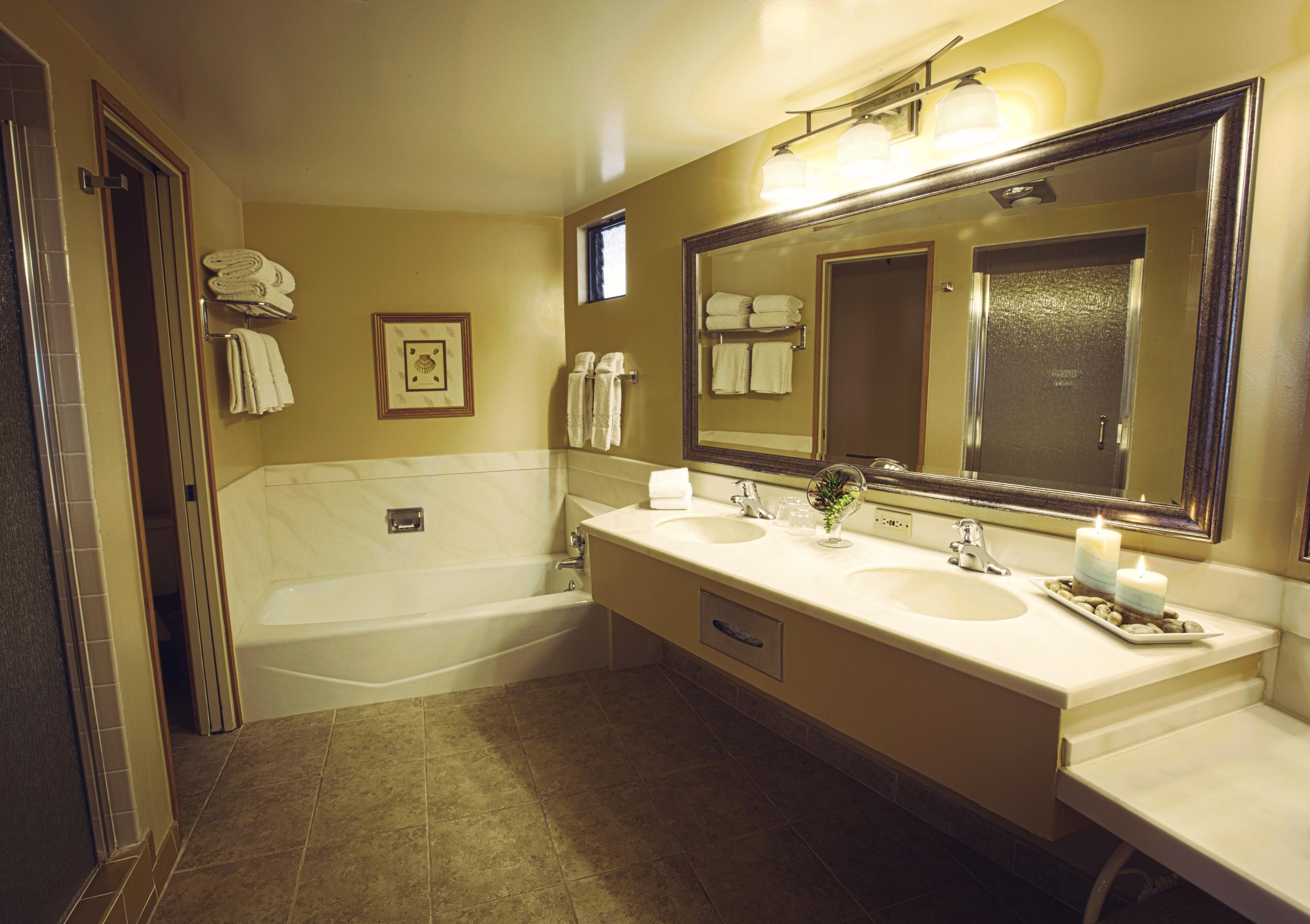 Bathroom_HDR_1_Flat.jpg