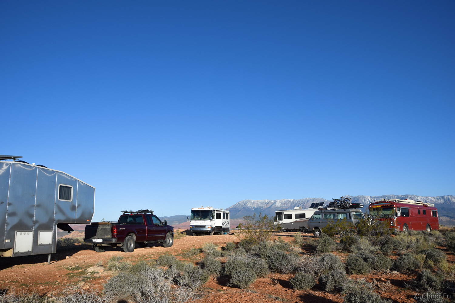 Boondocking with Road It Up, Girouette Mobile, and the V Family.