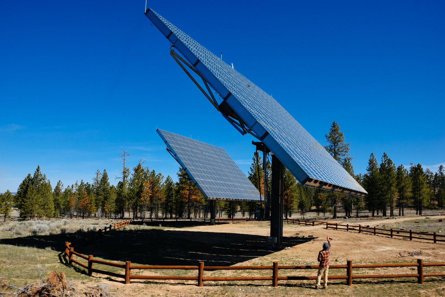 These two sets of solar panels at the visitor center are so badass! 1) They are huge! 2) They track the sun. 3) They are concentrating solar panels. Each cell in the array has a magnifying lens in front of it which the sun has to go through. 4) The panels are kept from overheating by cooling fans built into the array.