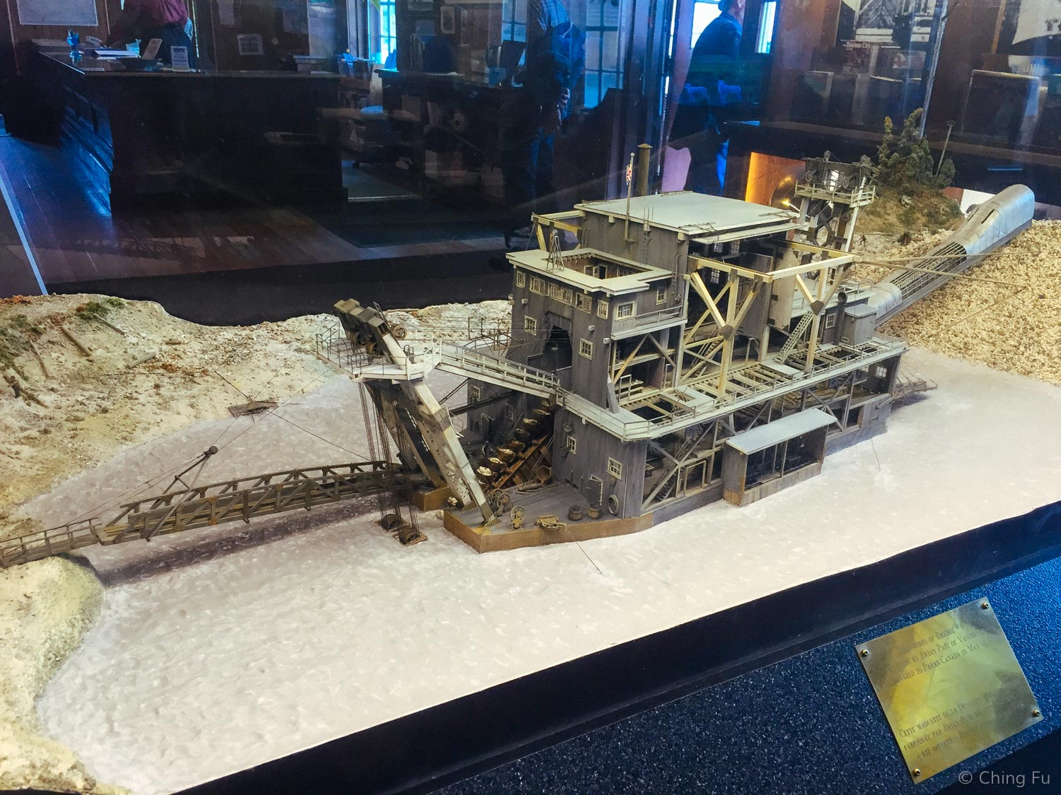 This is a model of drege number 4. In real life it's 2/3 the size of a football field and 8 stories high.