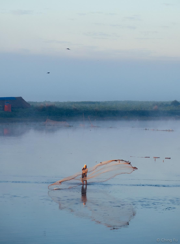 Fishing in Taungthaman Lake.