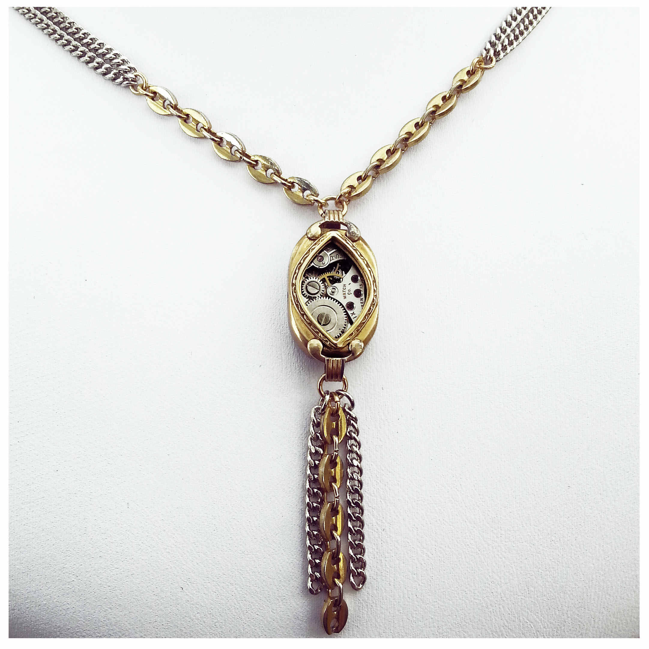 aminda-wood-watch-case-pendant.jpg