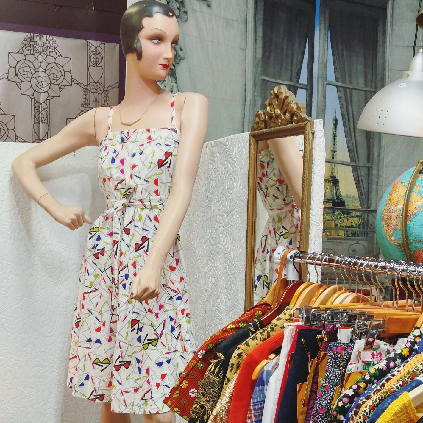 Aminda-Wood-Vintage-sunglasses-dress.jpg