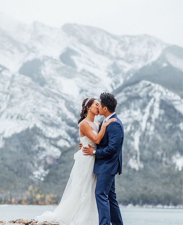 We're nearly out of this winter my friends! Take heart and see how beautiful winter CAN look! ♥️ Rebecca & Jonah from October 2017 ♥️ @kismetandclover  @cameronmayphotography @glassstonecinema @bakemydayyyc @antheiafloralyyc @brittanyesther @beyond_the_decor_calgary @rsvpweddingsyyc . #mountainwedding #weddingday #firstlook #weddingplanner #yycbride #canmorewedding #canmore #winterwedding #elopement #thatsdarling #pursuepretty #yycweddingplanner #travelalberta #banff