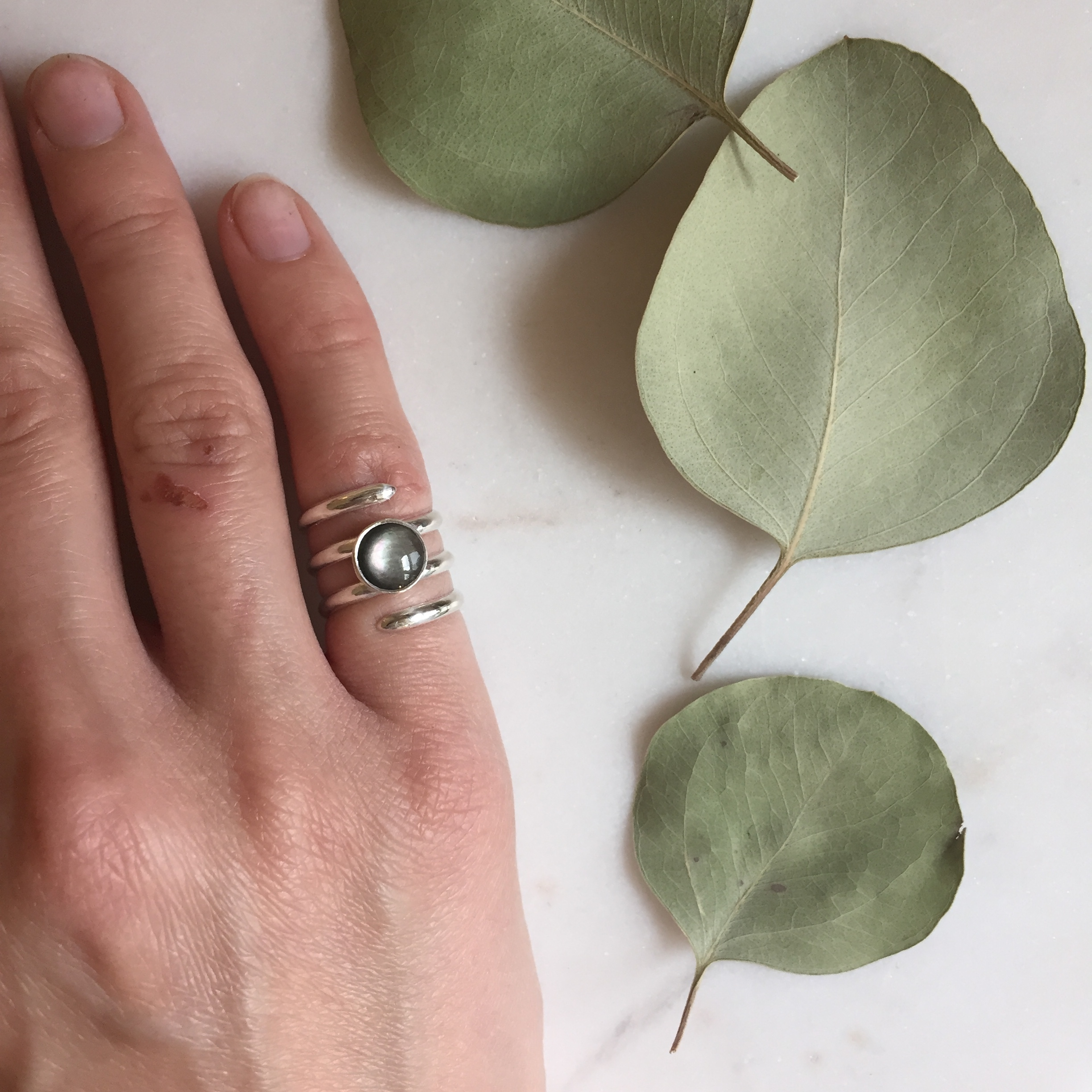 Extended Spiral Ring with Dark Mother of Pearl