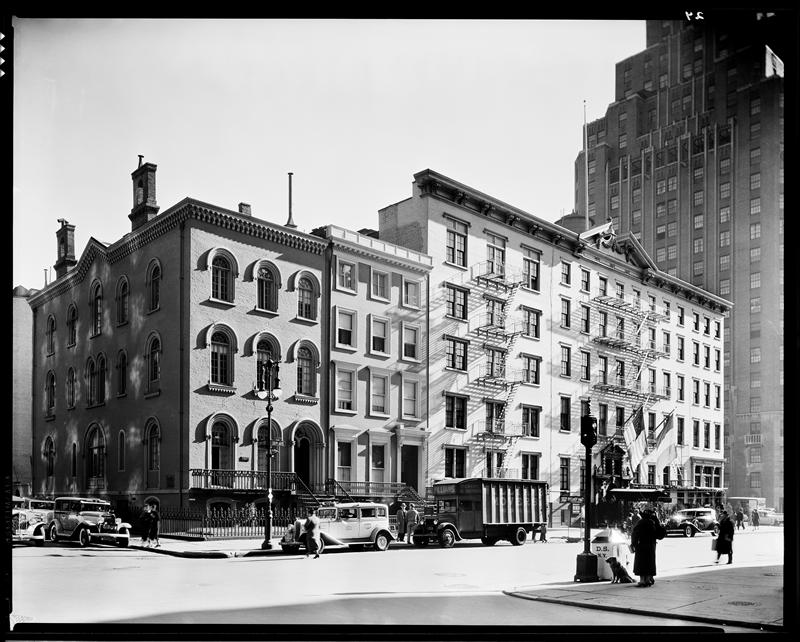 The Mark Twain House at the southeast corner of Fifth Avenue and 9th Street. To the right, the Brevoort Hotel and One Fifth Avenue, an apartment building.   Berenice Abbott, Federal Arts Project. 1935.    Museum of the City of New York 43.131.1.34