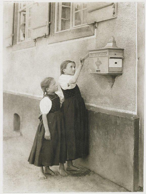 Alfred Stieglitz,The Letter Box,1894