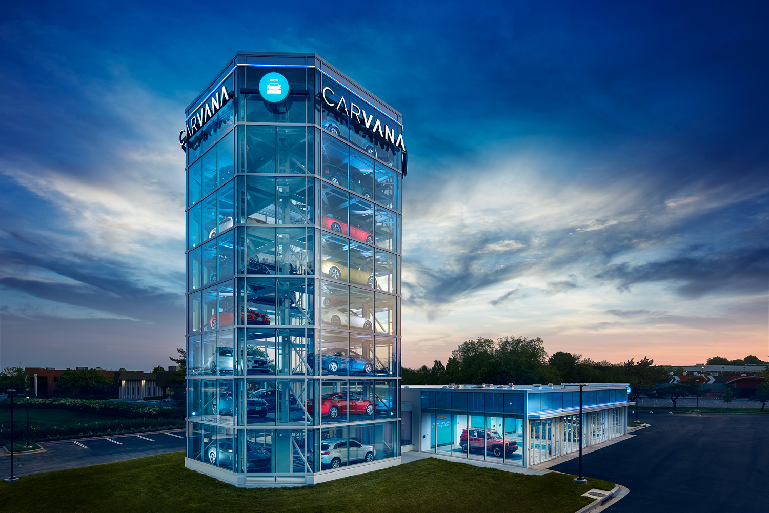 8-story Carvana Car Vending Machine, Washington, DC. © harlan erskine 2018.