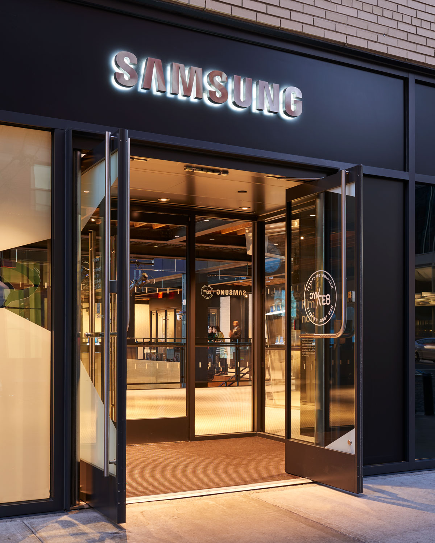 Erskine_Samsung_Shot_8_375.jpg