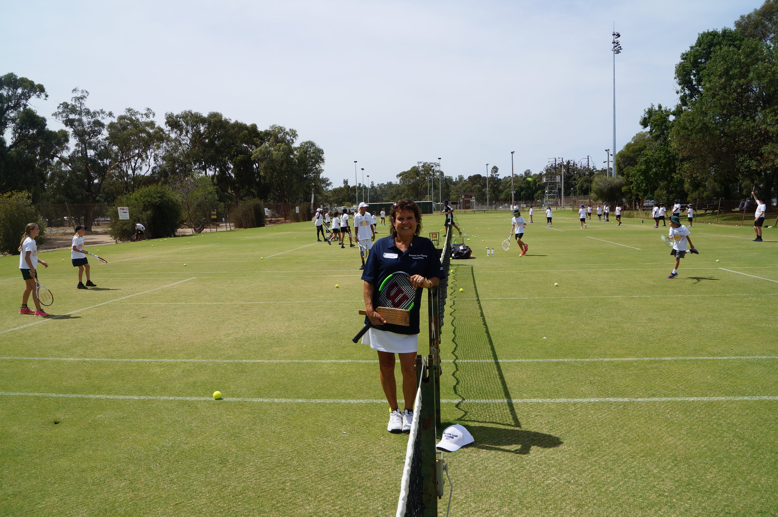 Which racquet will Evonne use on the lawns of Echuca?