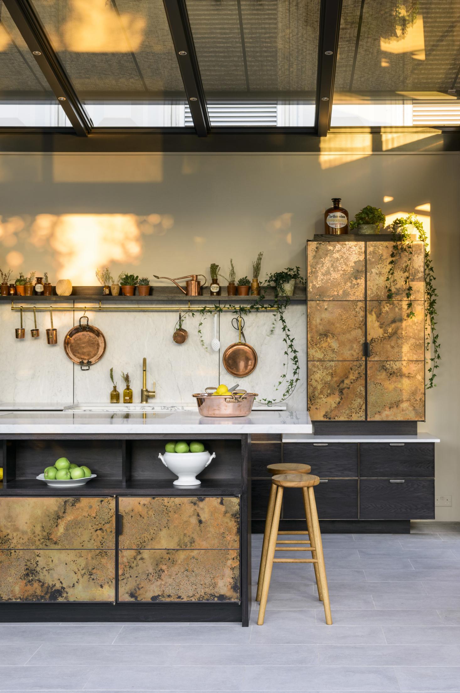 copper-kithcen-de-vol-autumnal-home-stylist-interiors-nancy-straughan.jpg
