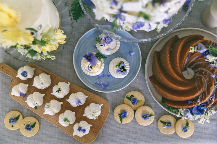 sea-shore-wedding-theme-stylist-nancy-straughan-cake-table.jpg