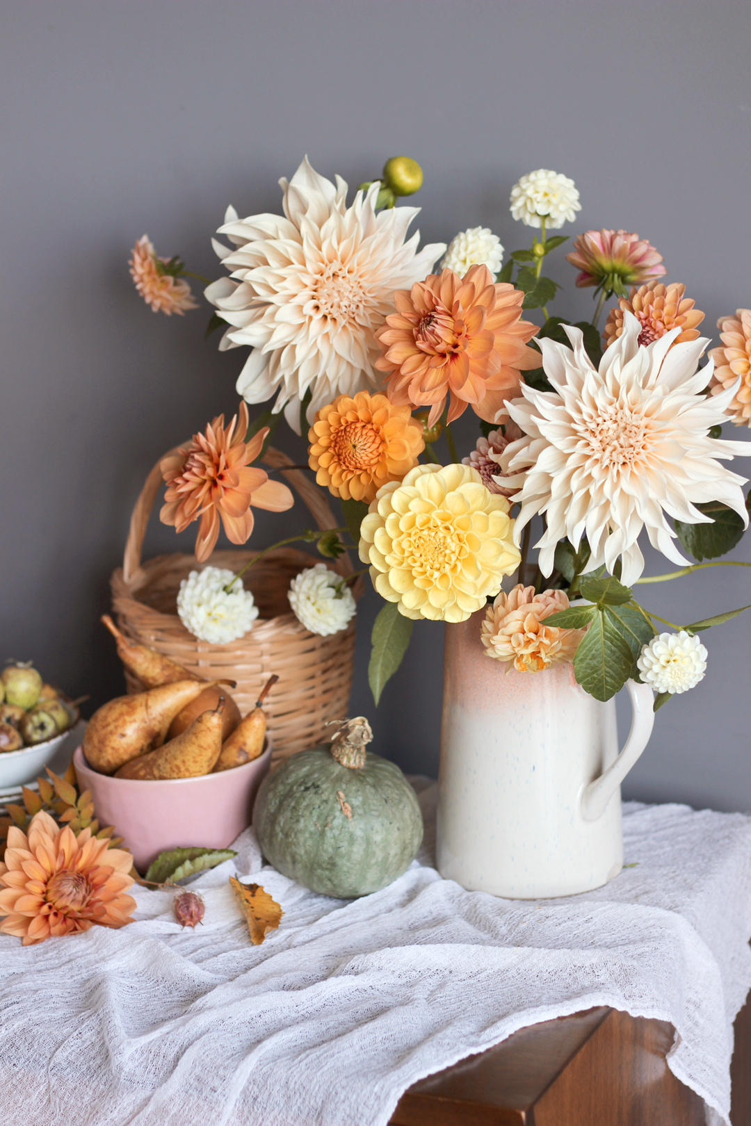 cafe-au-lait-dahlia-autuman-floral-arrangement-nancy-straughan-stylist.jpg