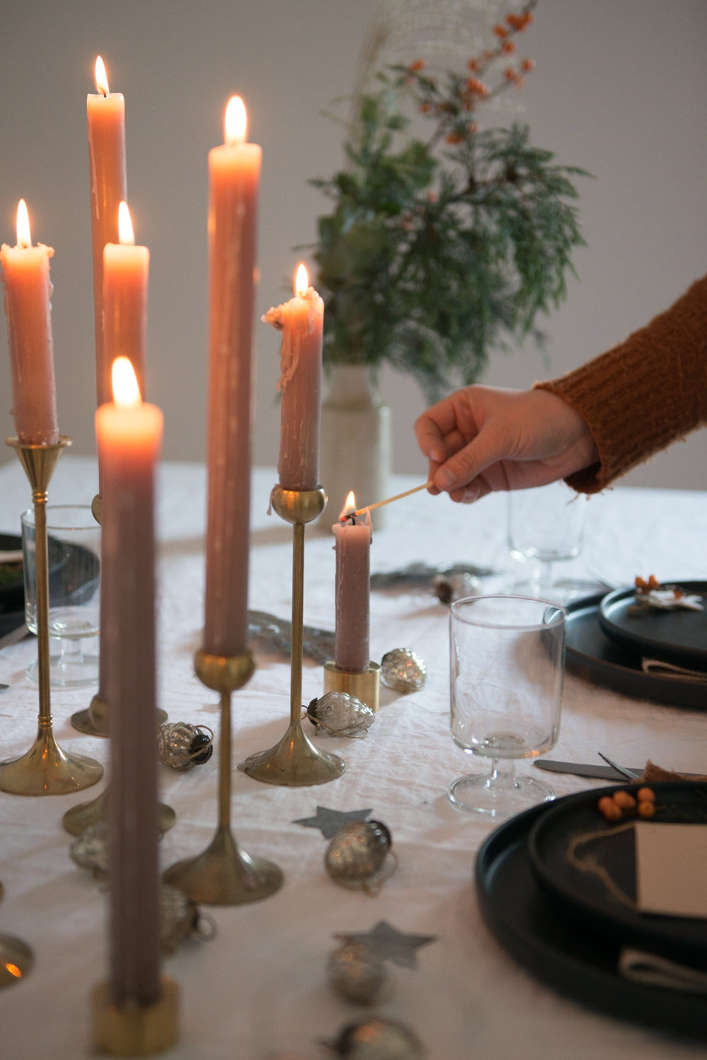 Image from  Hannah Bullivant's  blog post about setting a winter table