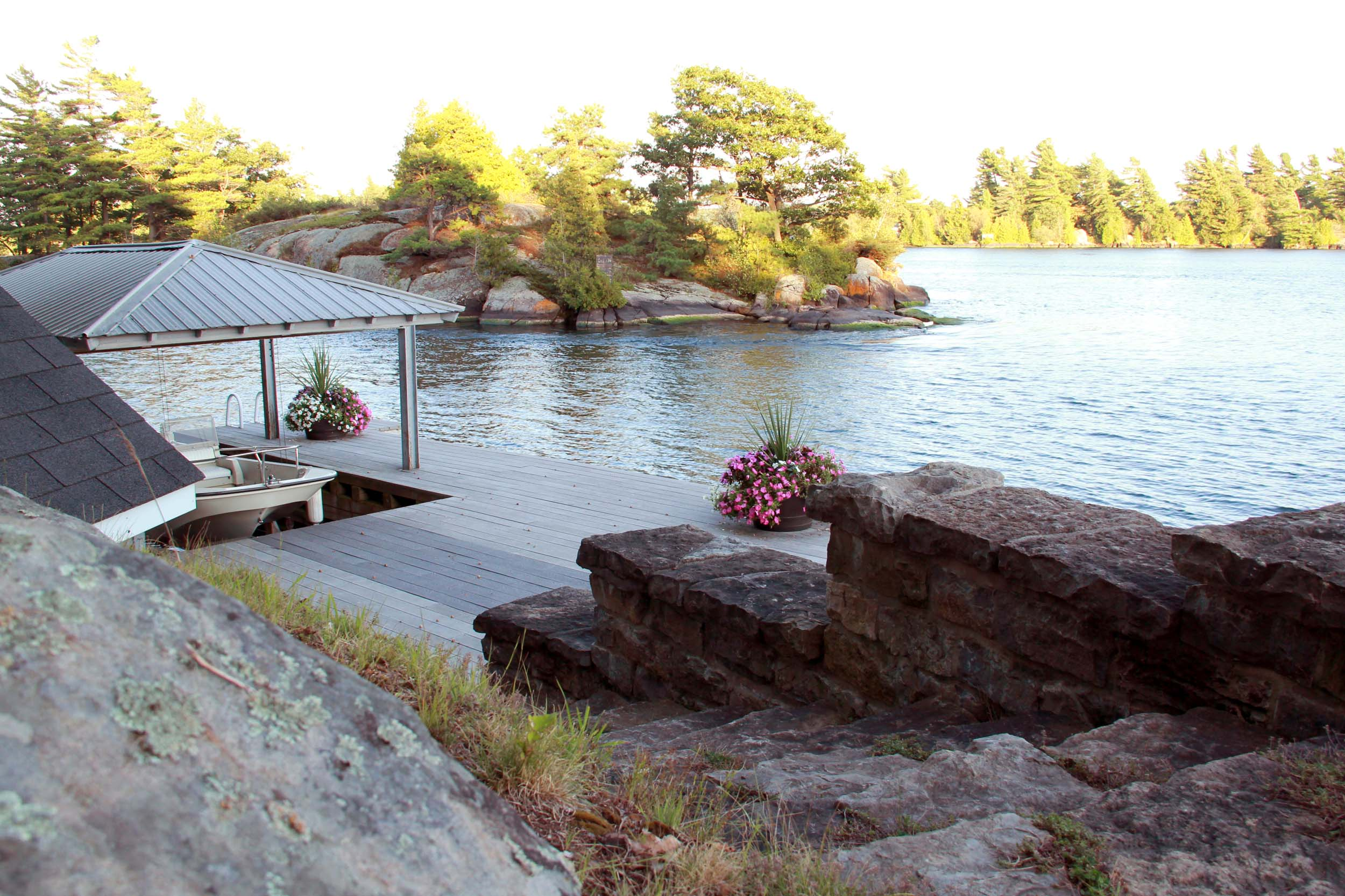 UPSCALE THOUSAND ISLANDS COTTAGE
