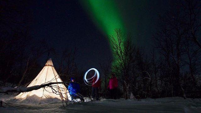 When nature starts giving her best. #lavvuarcticcamp,#fjällräven,#nordisk,#offgridsun,#acapulka,#nordkapptosälen