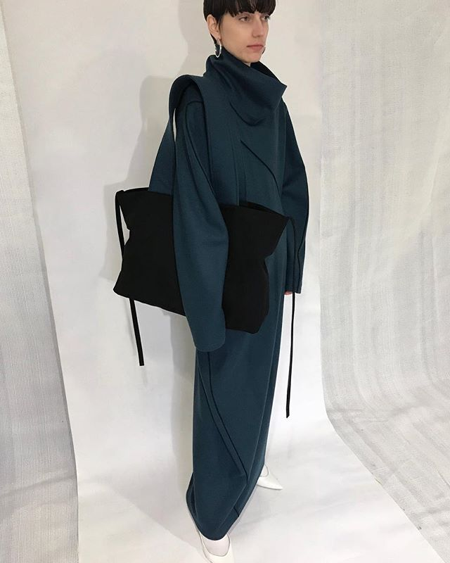 "#fittingsession  FW19 Collection - ""the Journey"" The FW19 collection takes further the ongoing conversation on intellectual femininity and modern woman's emotional world, paying homage to the strong female leads in space-themed movies and their inner strength achieved navigating through the universe. . #andreajiapeili #journey #FW19"