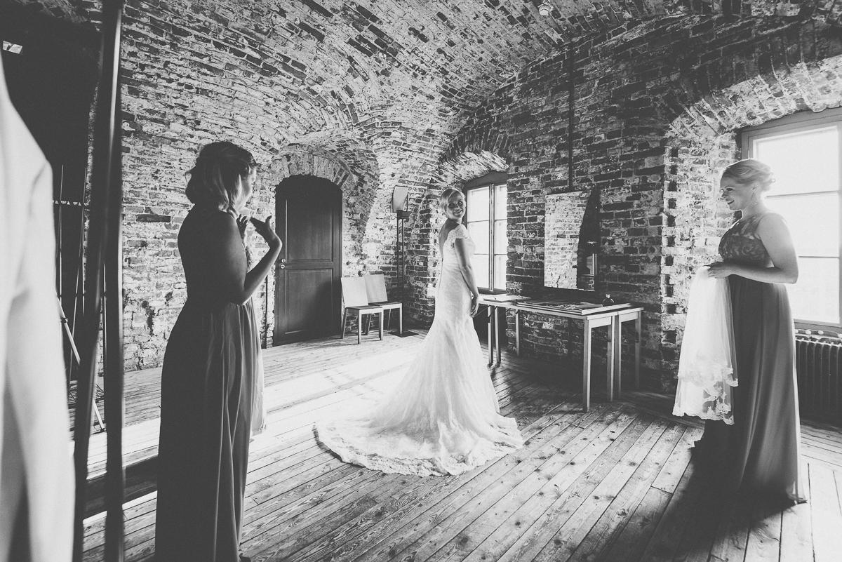 hääkuvaaja_helsinki_suomenlinna_js_disain_jere_satamo_wedding-photographer-finland-11.jpg