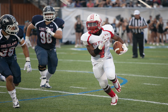 Antoine Holloman (4) of Lincoln HS makes a run.