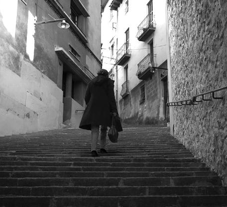 58 Climbing_stairs,_girona.jpg