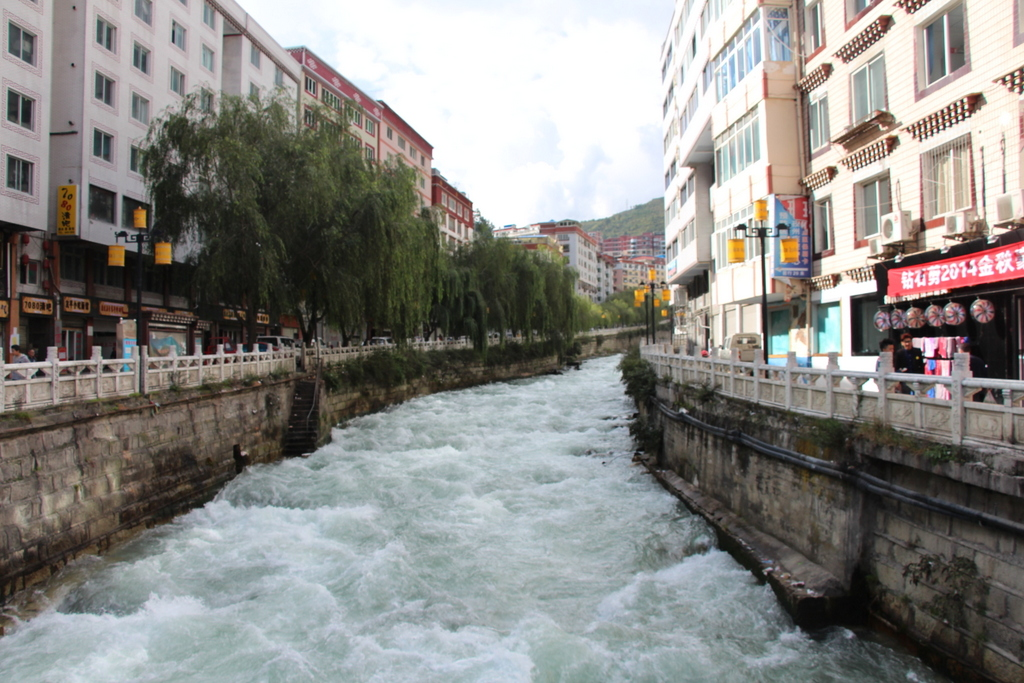 The river that runs through Kangding