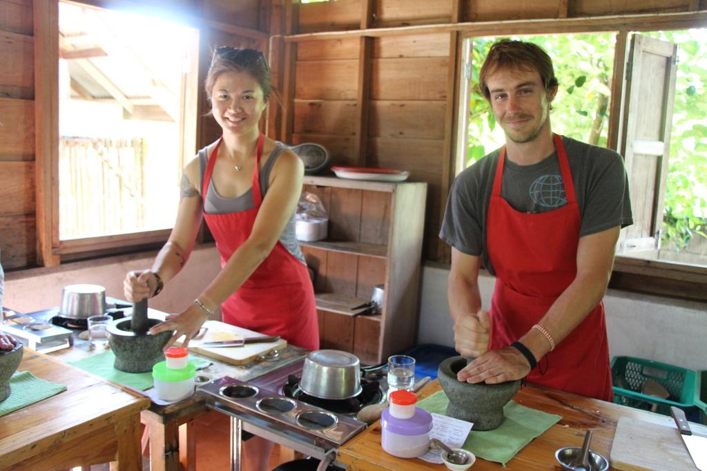 Yuki and John pounding their curry paste.