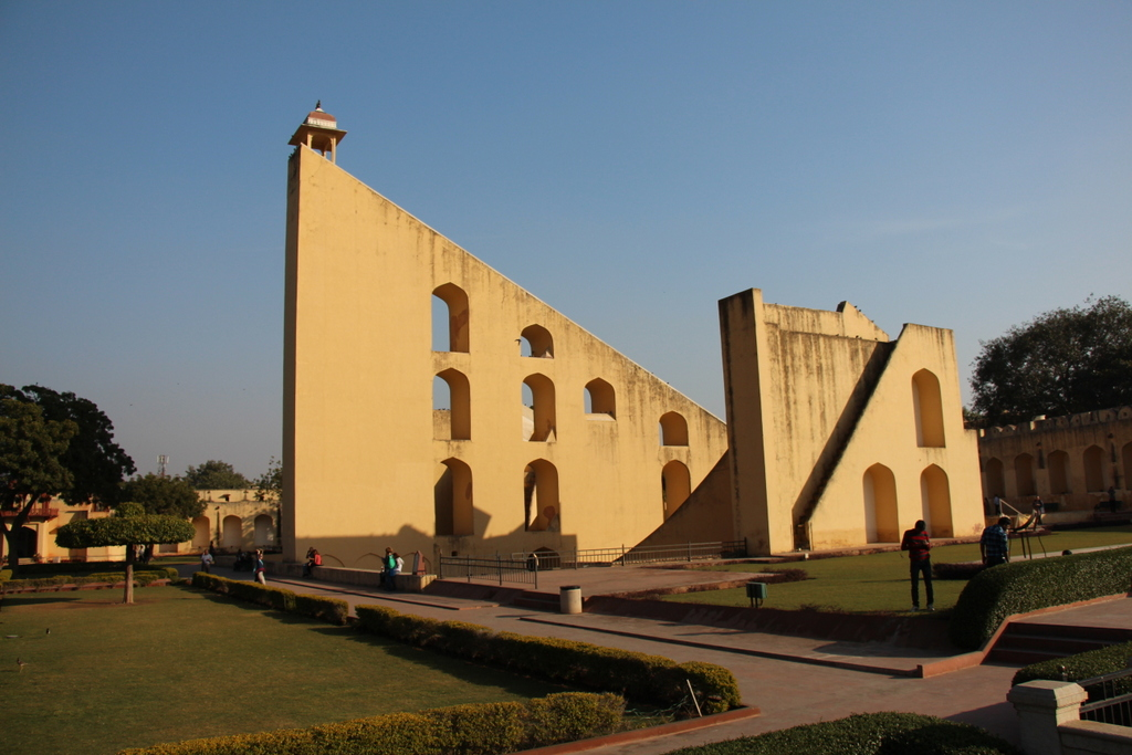 The largest of the three sundials at Jantar Mantar.The larger the structure, the greater resolution it offers. This sundial can give the time of day to theaccuracy of a second.