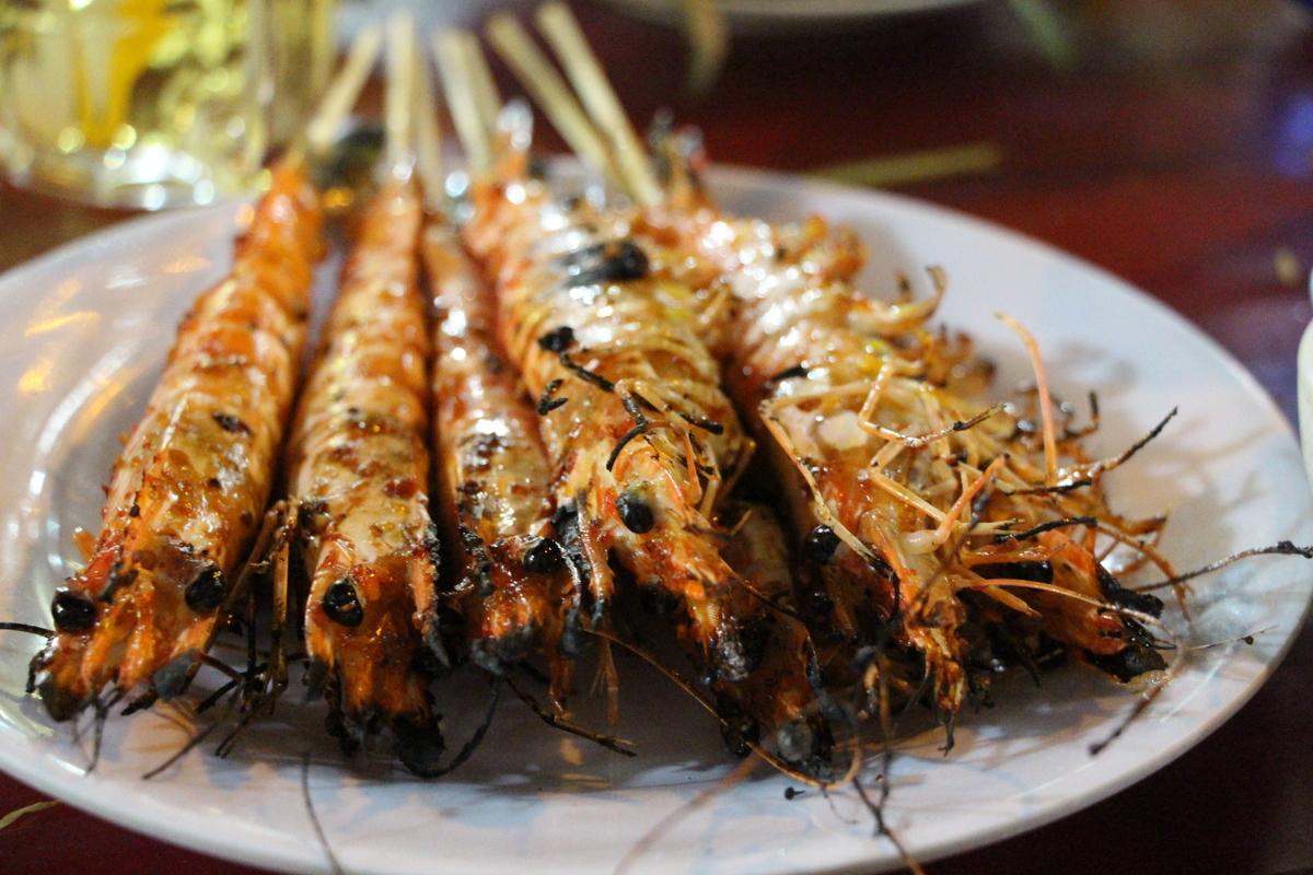 Fresh prawns brushed in a teriyaki-like glaze. 5 scooters.