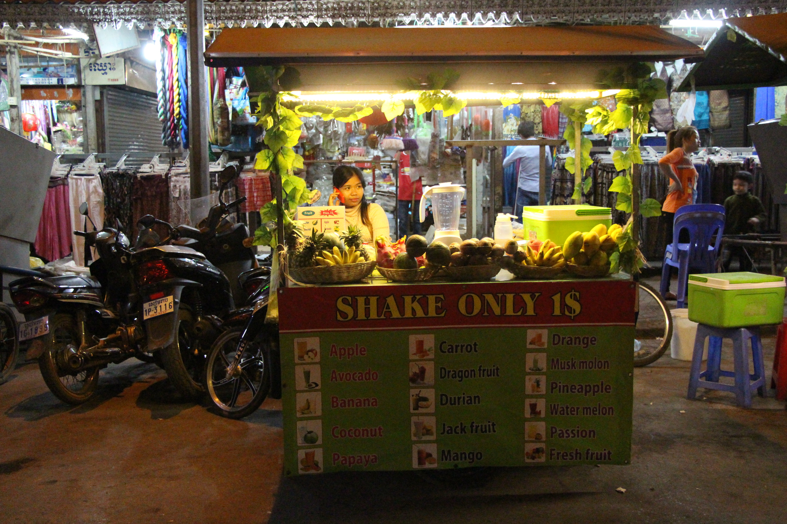 Dear Fruit Shake Ladies of Southeast Asia:I looooove youuuuuuuu!!!!!!