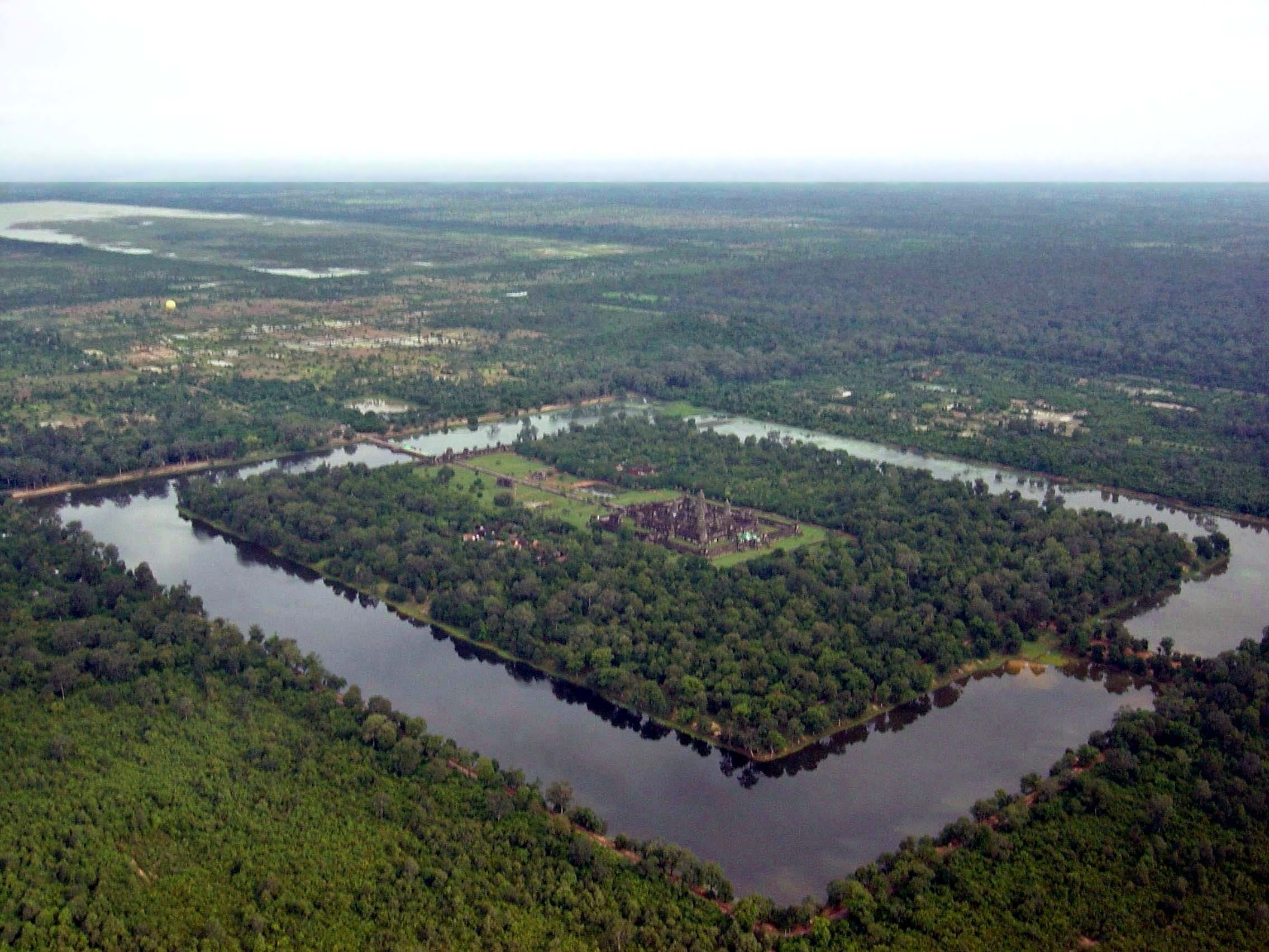 An area view of the complex showing the temple, the forest, and moat. Source:https://en.wikipedia.org/wiki/Angkor_Wat
