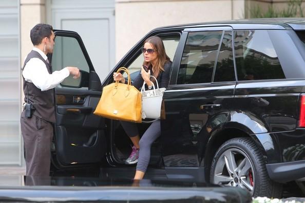 Sofia Vergara and her car are a surprisingly good representation of how we were picked up.Source:http://www.celebritycarsblog.com/celebrity/sofia-vergara/