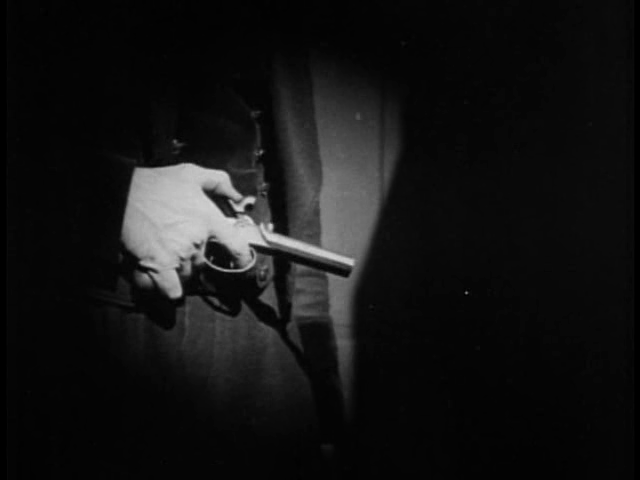 Close da arma pronta para o assassinato