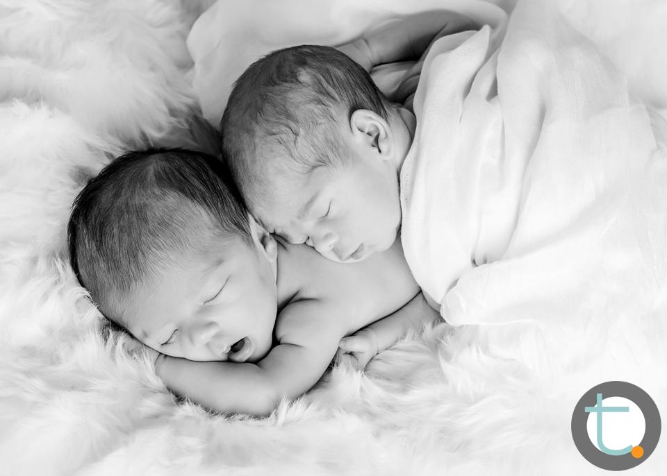 newborn_twins_boy_girl_tracyallynphotography.jpg