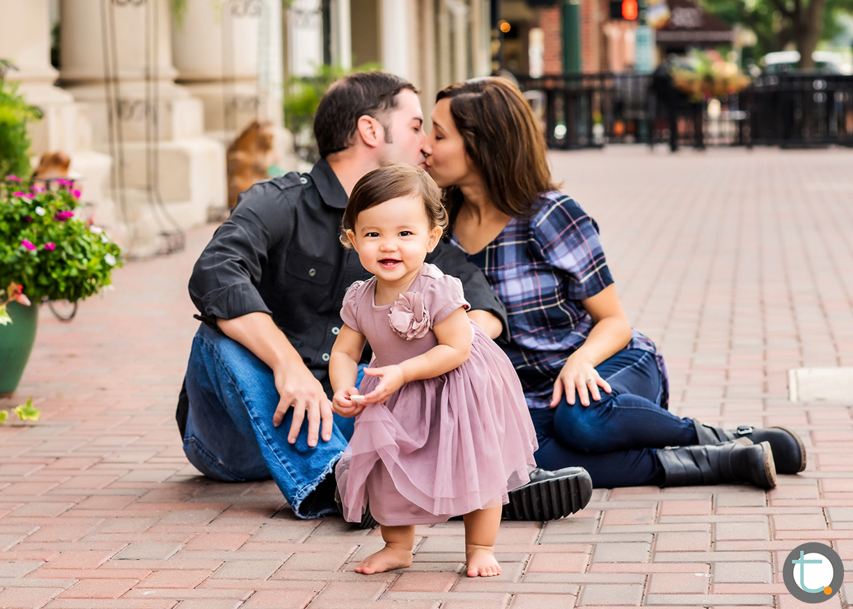 kissing_familyofthree_urban_downtownmckinney_tracyallynphotography_toddler