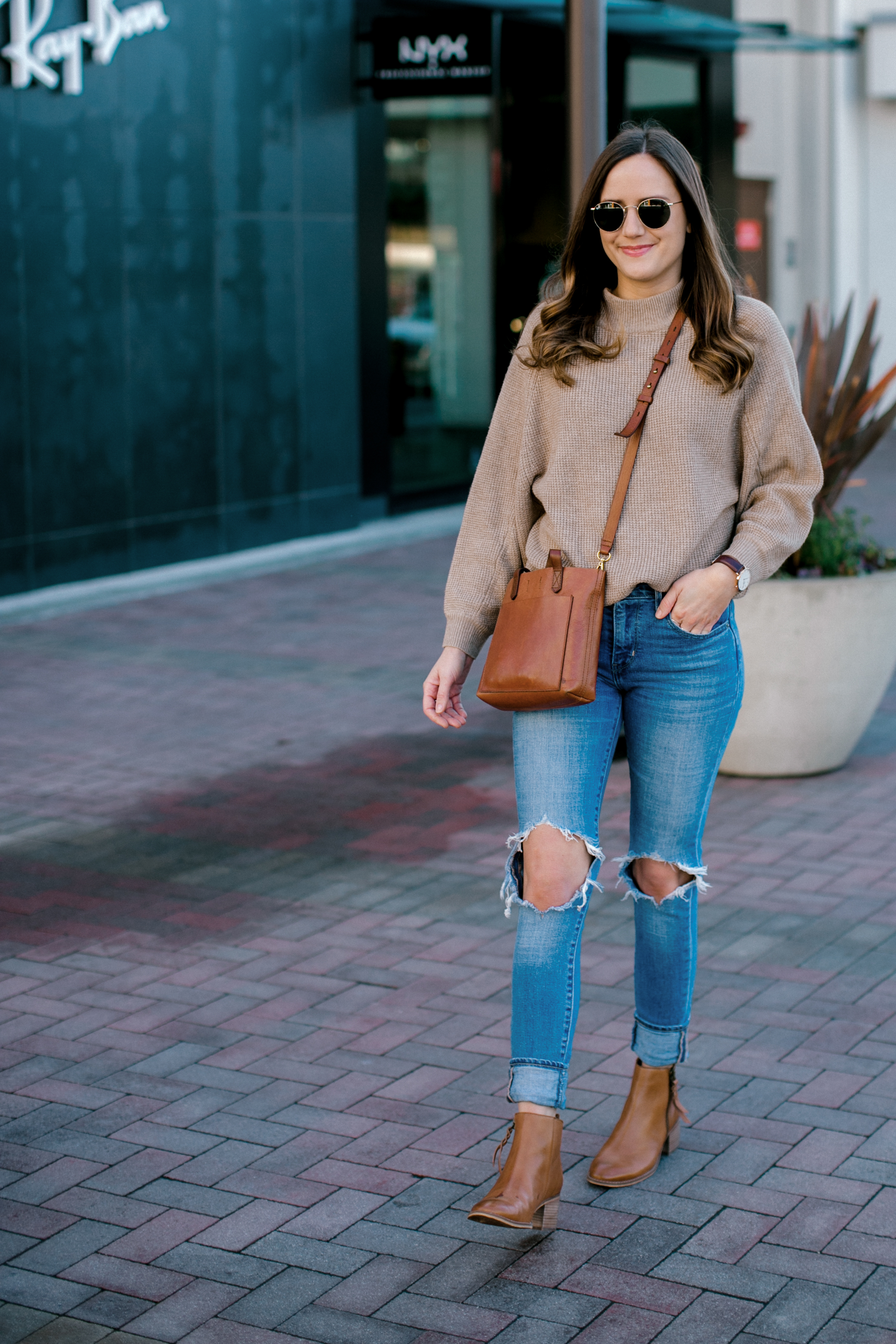 Shop the Look Below.  Lucky Brand Sweater  |  Levi's Jeans  |  Nordstrom Boots  |  Madewell Bag  |  Ray-Ban Sunglasses