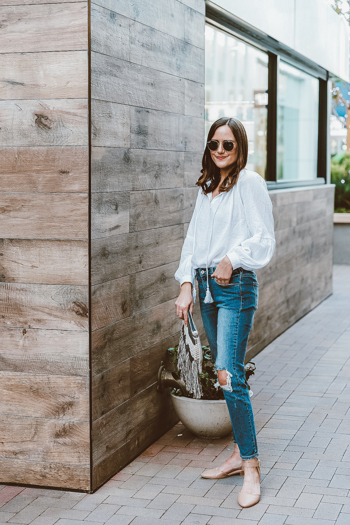 white top and jeans outfit for spring