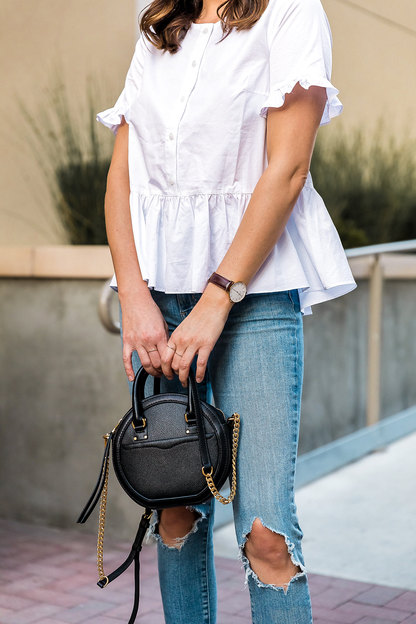 white top, jeans and black bag outfit