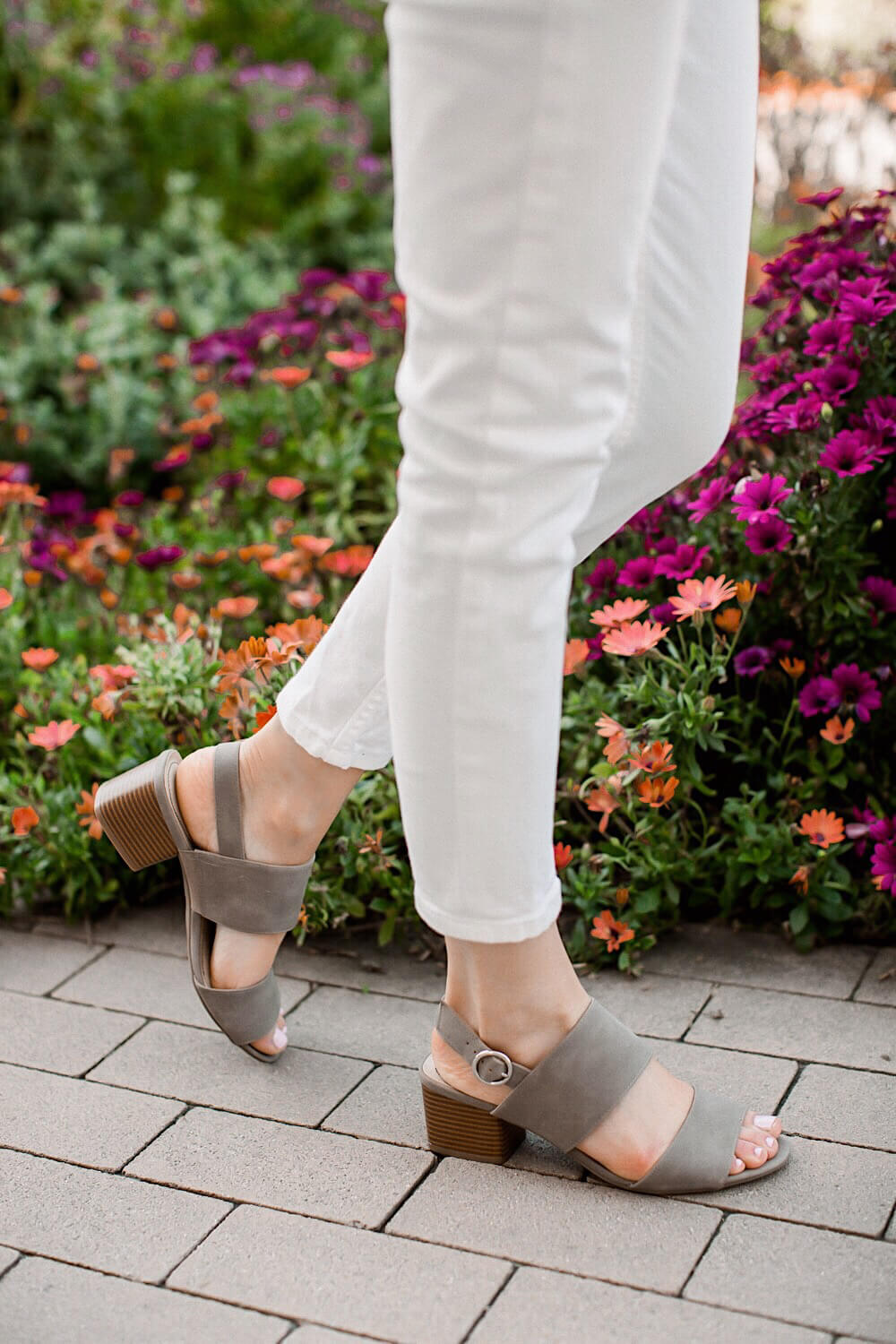 Comfy LifeStride Sandals for Spring | www.girlmeetsgold.com