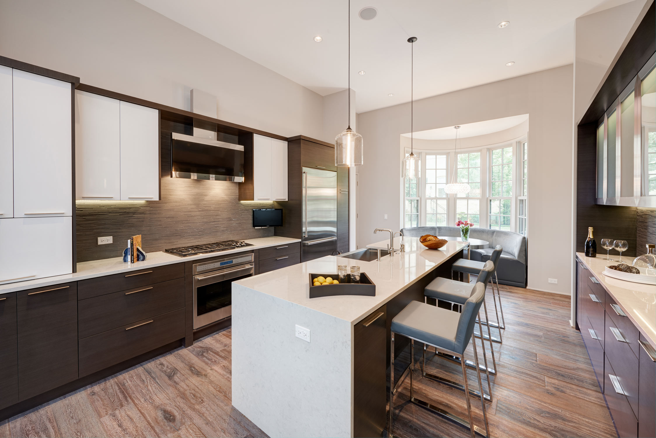 Fort Sheridan Ranch - Kitchen   A perfect mix of white glossy, wood and metal cabinetry.