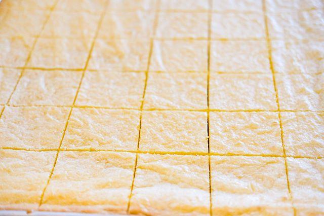 Feeling tart today 🍋 Nothing like a classic lemon bar for an afternoon snack. Link in bio to stock up! Free shipping on orders over $100. . . .  #lemonbars #lemon #meyerlemon #eatlocal #eeeeeats #eater #bayareabites #bayareaeats #sweettooth #treatyoself #handmade #localbakery #bakery #baker #homebaker #celiac #glutenfree