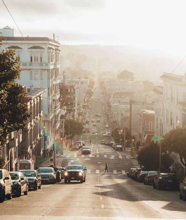 Happy Sunday, San Francisco! Photo: @daniramosslinger #SweetSydneys . . . #sanfrancisco #Sunday #sundayfunday #sanfranpsycho #streetphotography #streetshotz #earthtones #gameoftones #photographer #landscapephotography #ilovesf #leftmyheartinsanfrancisco #sanfranciscoviews #sflove #sflife #photography #bayareaphotographer #onlyinsf #sanfranciscoworld