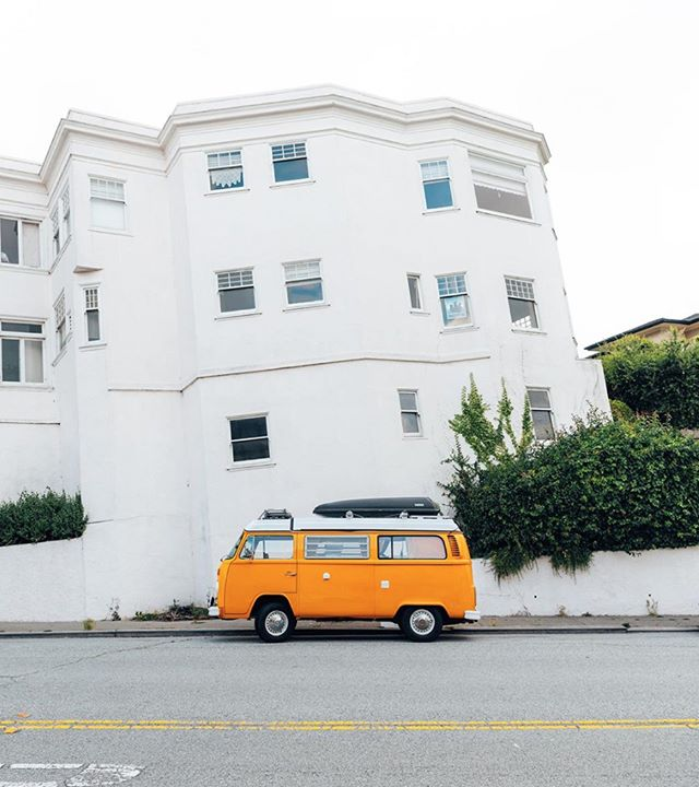 Sweet city scenes ☮ Love where we live, bake, eat, & breathe gluten free! Photo: @maxsposure #SweetSydneys . . . #sanfranciso #sanfranciscothings #sflife #sfvibes #sanfranciscovibes #vwbus #vw #sflife #onlyinsf #sanfranciscoworld #travelgram #passionpassport #wanderlust #visitsanfrancisco #leftmyheartinsanfrancisco #bayarea #photographer #streetphotography