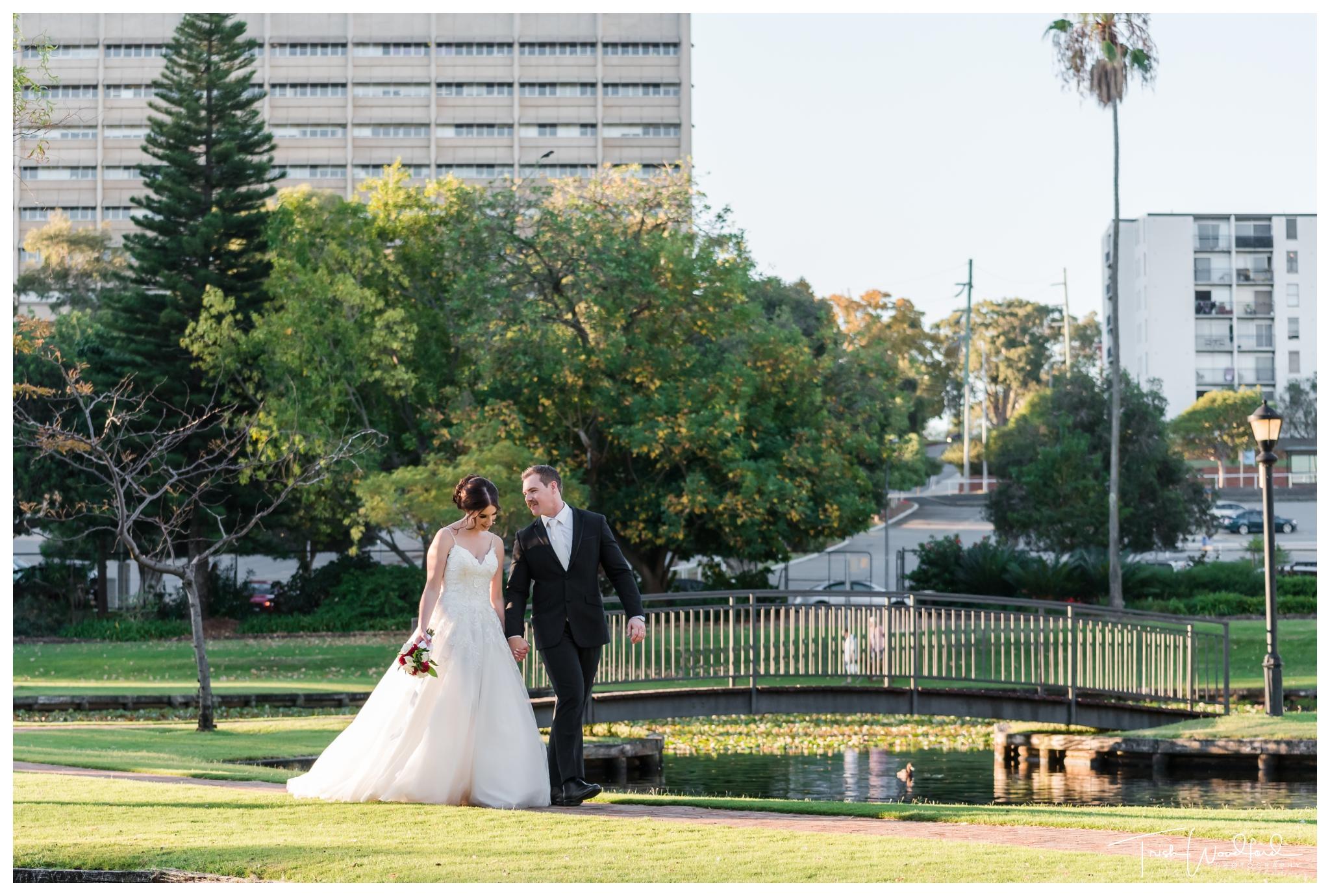 queens-gardens-bride-groom