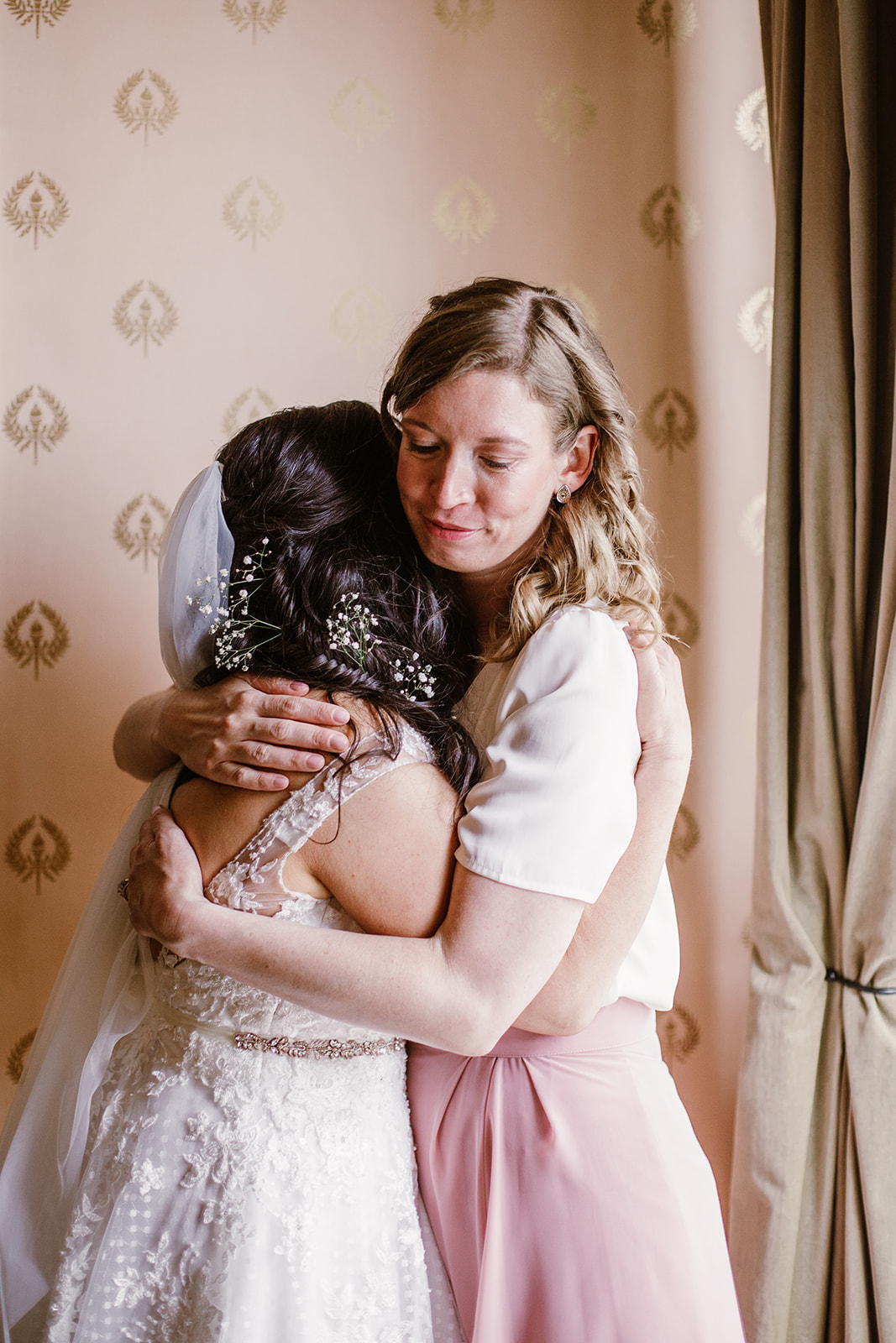 SarahMattozziPhotography-EmilyColin-LindenRowInnWedding-GettingReady-118.jpg