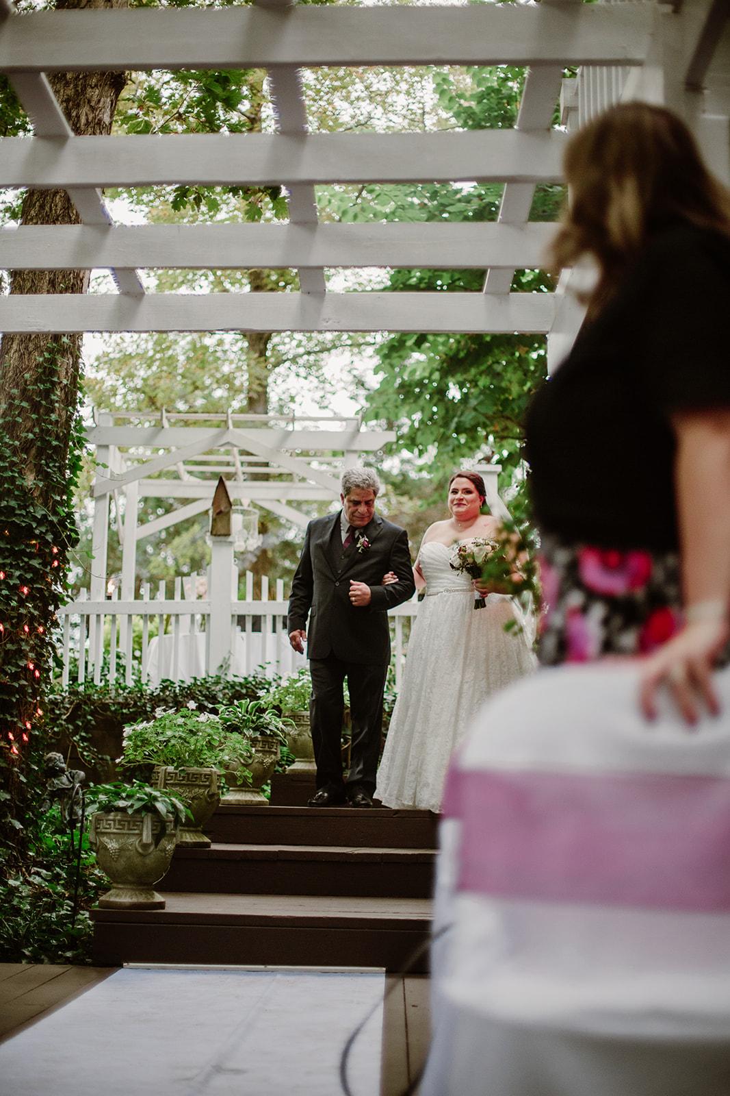 SarahMattozziPhotography-NicoleChris-GlenGardens-Ceremony-3.jpg