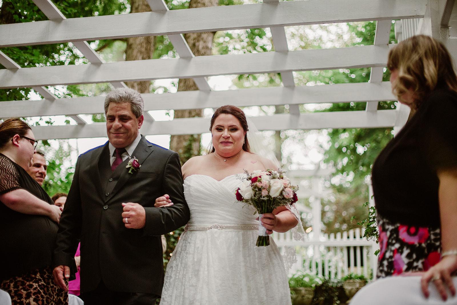 SarahMattozziPhotography-NicoleChris-GlenGardens-Ceremony-5.jpg